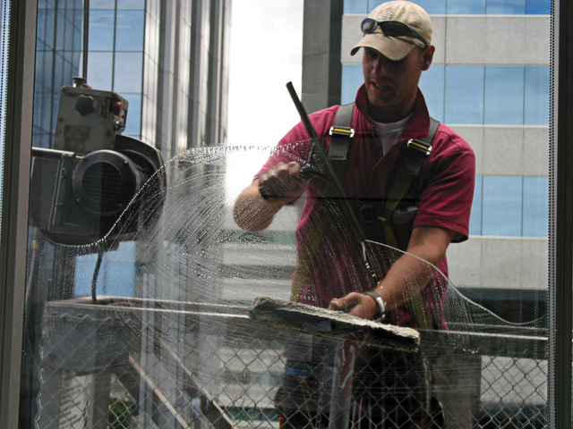 window-cleaner-at-work-1469609-640x480